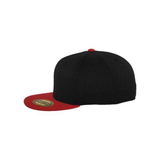 Premium Cap 210 Schwarz/Rot 6 Panel - Fitted Seitenansicht links
