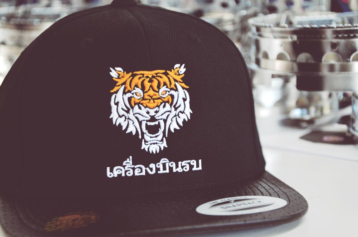 snapback-cap-mit-tiger-bestickt-von-style-your-cap